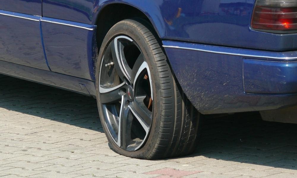 Comment changer une roue de voiture crevée